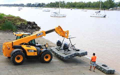 Pontoon-being-constructed-in-Fitzroy-River.jpg